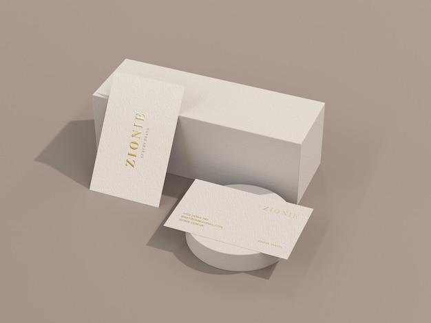 Maquette de carte de visite de luxe et minimale avec impression de feuille d'or dans une scène 3d