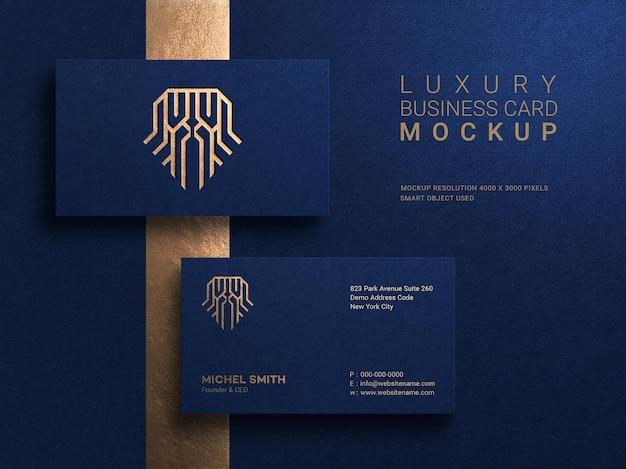 Maquette de carte de visite de luxe et moderne avec effet de typographie logo or