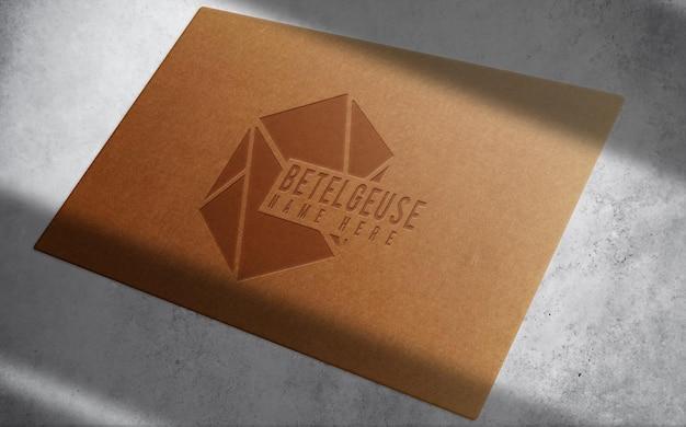 Maquette de carte de visite de luxe en papier brun unique