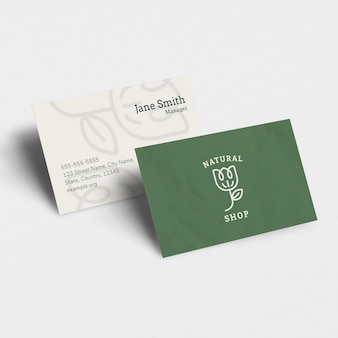 Maquette de carte de visite de luxe psd dans ton rose avec avant et arrière