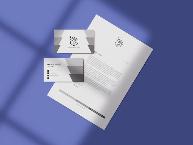 Maquette de carte de visite avec maquette de papier à en-tête