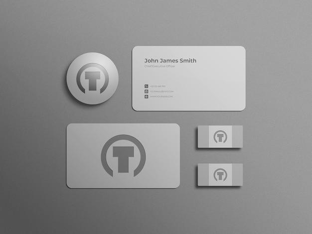 Maquette de carte de visite minimale blanche avec poids de papier et gomme