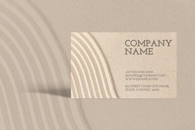 Maquette de carte de visite minimale psd avec texture de sable dans le concept de bien-être