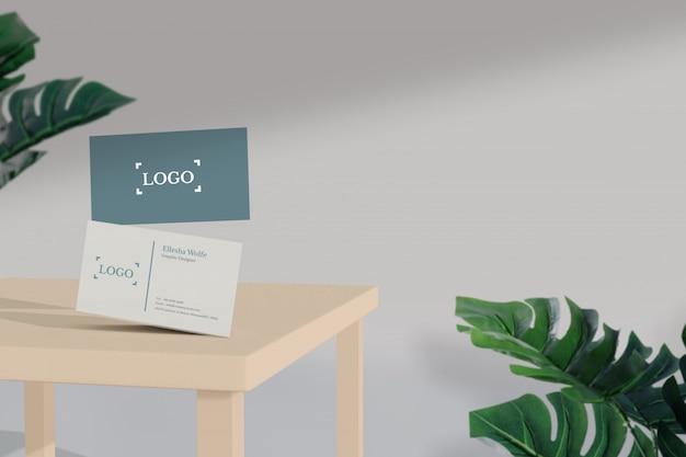 Maquette de carte de visite minimale sur la table