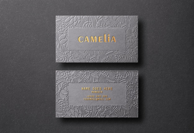 Maquette de carte de visite moderne et de luxe avec impression de typographie et de relief en or