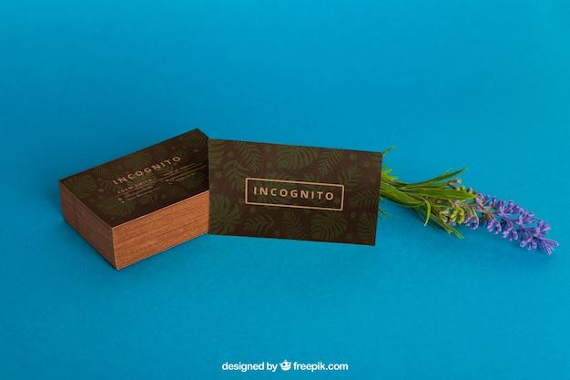 Maquette de carte de visite organique avec fleur