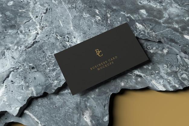 Maquette de carte de visite sur des pierres de marbre