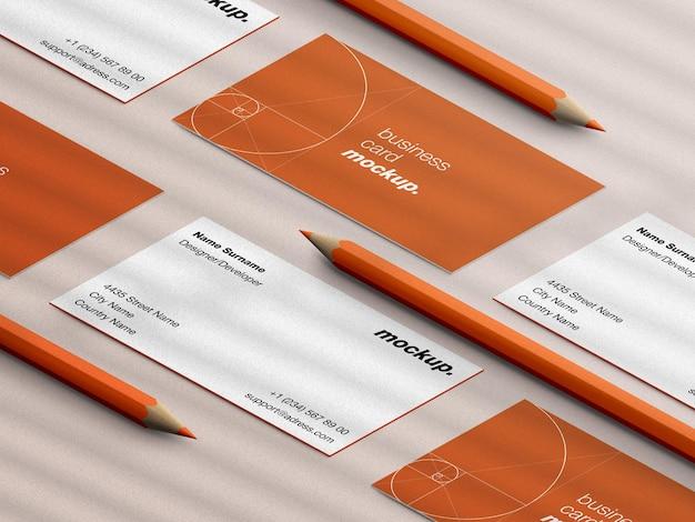 Maquette de carte de visite professionnelle de papeterie avec des crayons