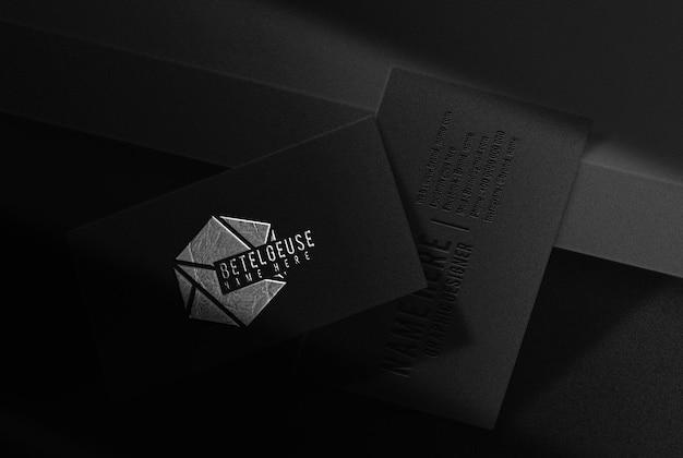 Maquette de carte de visite en relief plaqué argent de luxe