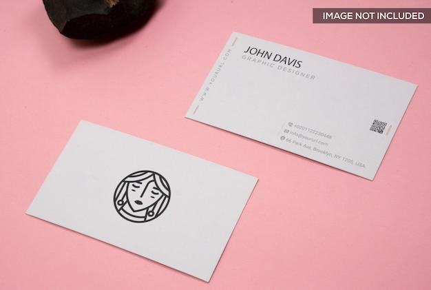 Maquette de carte de visite en rose