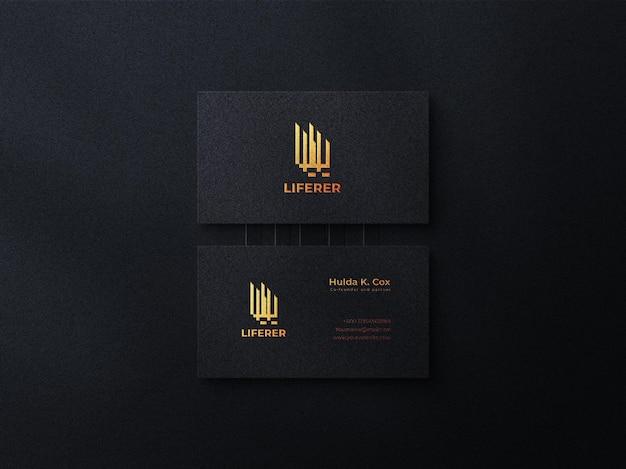 Maquette de carte de visite sombre de luxe avec effet en relief et maquette de logo doré de luxe