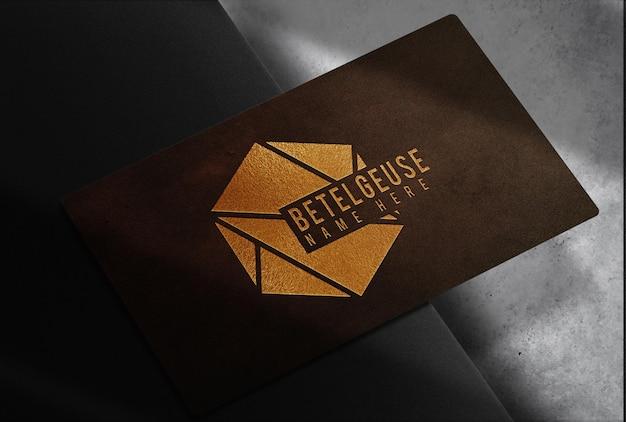 Maquette de carte de visite unique en cuir de luxe en relief