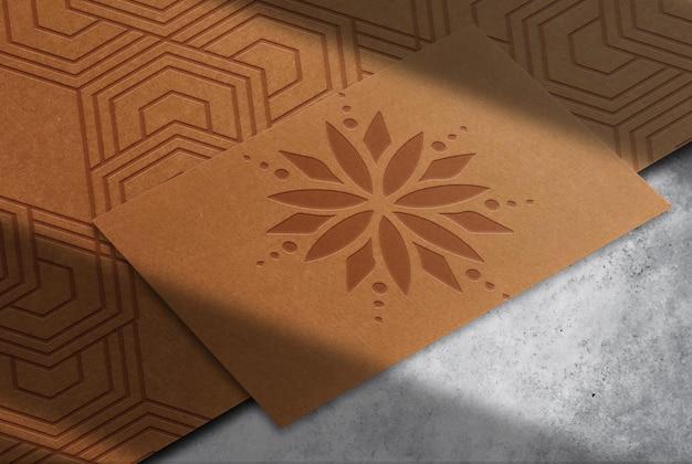 Maquette de carte de visite unique en papier brun de luxe