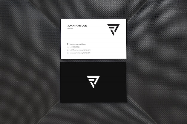 Maquette de carte de visite verticale de surface noire