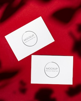 Maquette de cartes rouges avec ombre