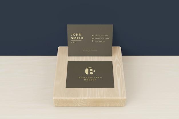 Maquette de cartes de visite sur bois