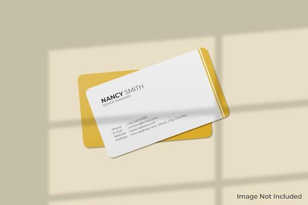 Maquette de cartes de visite à coins arrondis avec ombre