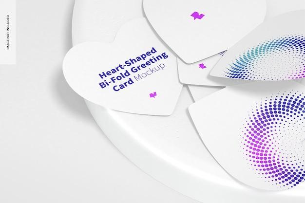 Maquette de cartes de vœux pliées en forme de coeur avec pierre