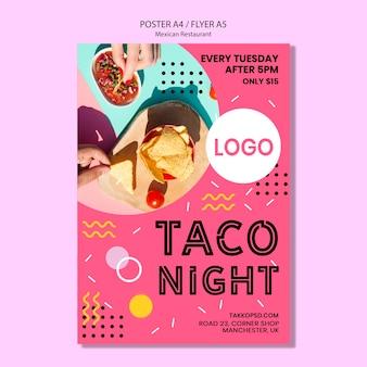 Maquette colorée d'affiche de nuit de taco mexicain