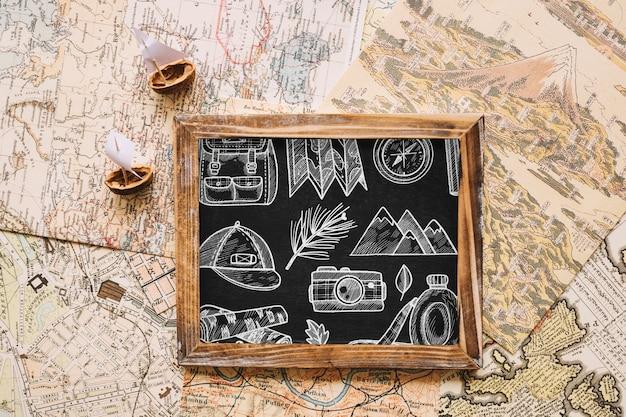 Maquette de concept de voyage rétro avec ardoise