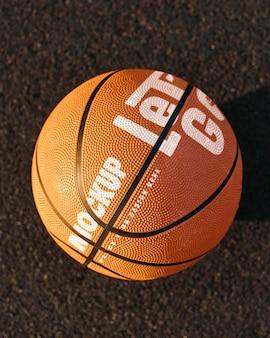 Maquette de conception de jeu de basket-ball avec ballon