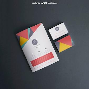 Maquette avec couverture et cartes de visite