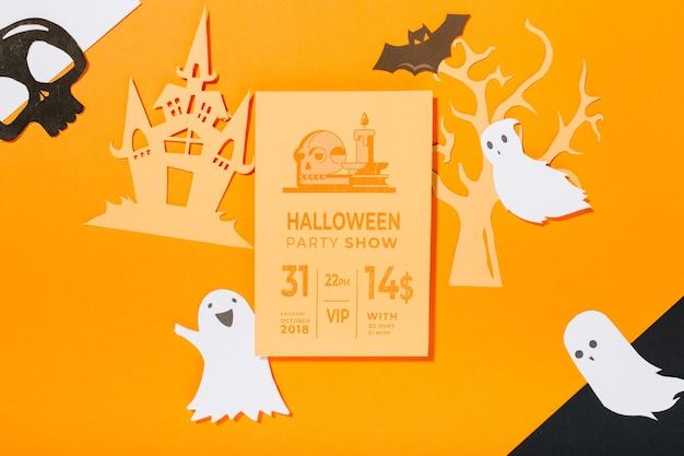 Maquette de couverture d'halloween avec des objets découpés en papier
