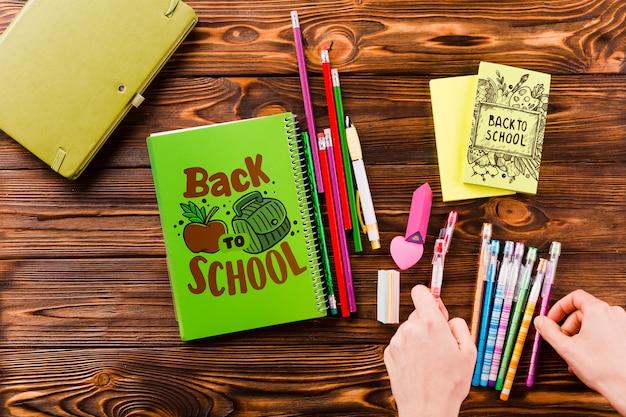 Maquette de couverture de livre avec retour au concept de l'école