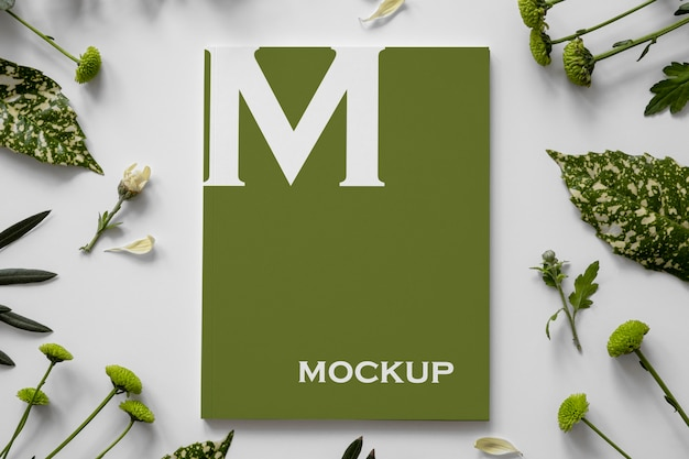 Maquette de couverture de magazine nature avec arrangement de feuilles