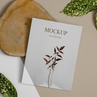 Maquette de couverture de magazine nature vue de dessus avec arrangement de feuilles
