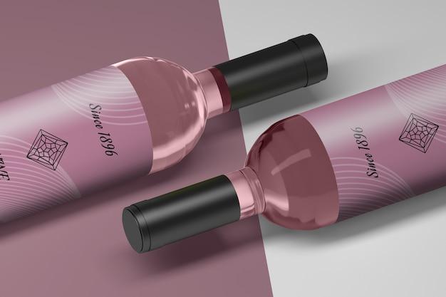 Maquette de deux bouteilles de vin avec des étiquettes vierges