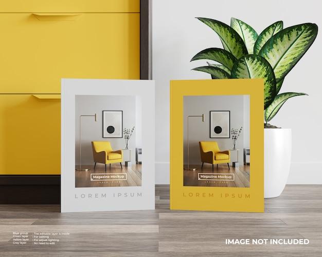Maquette de deux magazines devant le placard et les plantes