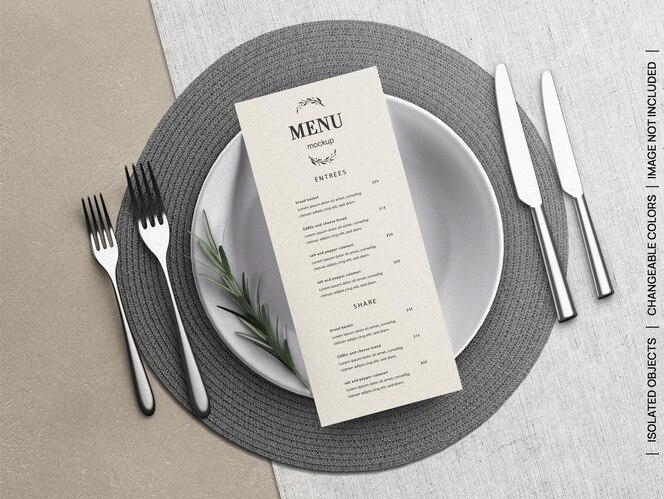 Maquette du concept de carte flyer menu restaurant nourriture avec vaisselle