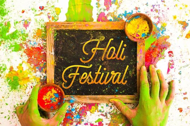 Maquette du festival de holi avec ardoise