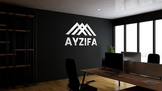 Maquette du logo de bureau argenté ou du texte dans l'espace de travail intérieur des entreprises modernes