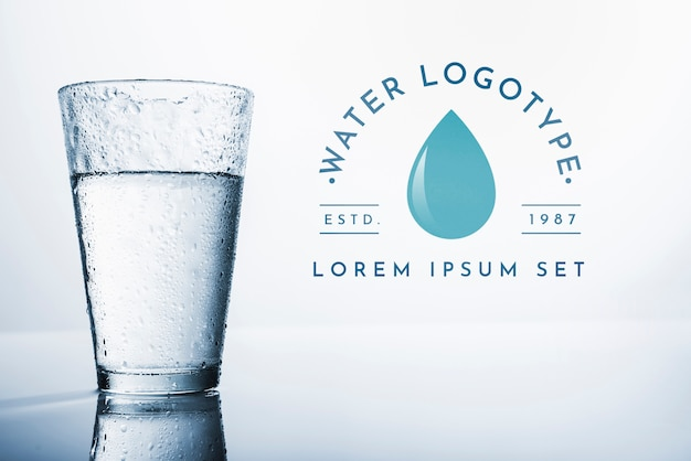 Maquette du logo de l'eau sur la surface