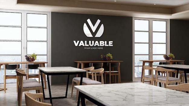 Maquette du logo de l'entreprise dans le garde-manger du bureau avec table et chaise pour le déjeuner