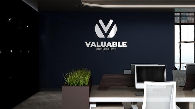 Maquette du logo de l'entreprise sur le lieu de travail ou la salle de travail