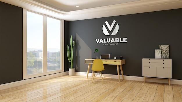 Maquette du logo de l'entreprise murale dans la salle de travail à la maison avec table et bureau