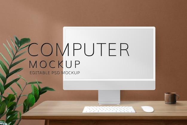 Maquette d'écran d'ordinateur psd sur un bureau dans un bureau à domicile rétro