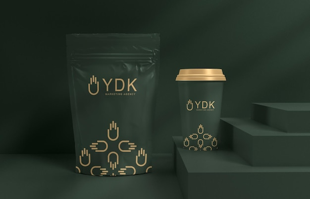 Maquette d'emballage de tasse à café et de sachet