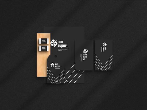 Maquette d'ensemble de papeterie d'affaires sur le noir