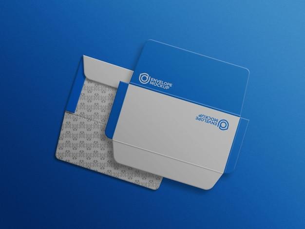 Maquette d'enveloppe c4 bleue complètement ouverte à l'intérieur et à l'arrière