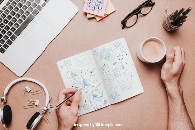 Maquette de l'espace de travail vue de dessus avec café