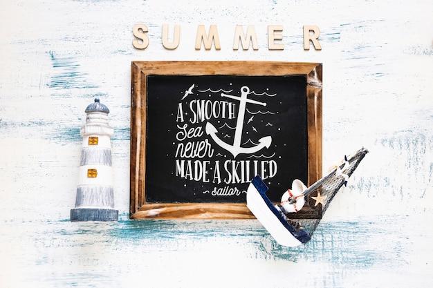 Maquette d'été avec ardoise