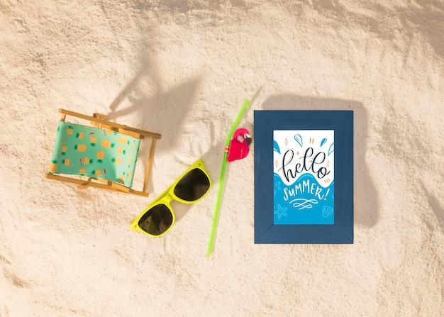 Maquette d'été avec des lunettes de soleil