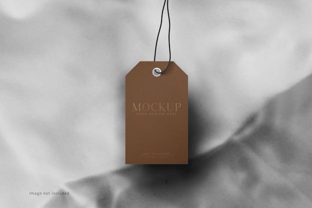 Maquette d'étiquette d'étiquette de vêtements sur un tissu doux