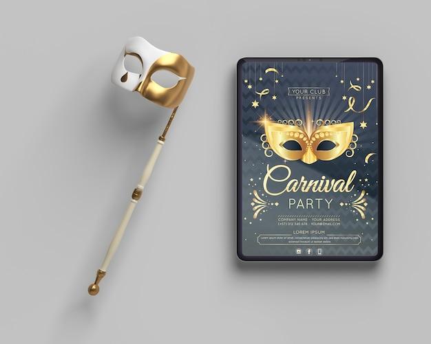 Maquette de fête de mascarade et masque sur bâton