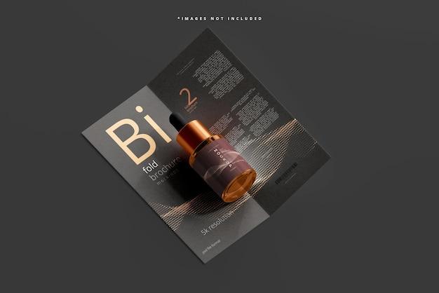 Maquette de flacon compte-gouttes en verre ambré avec brochure à deux volets