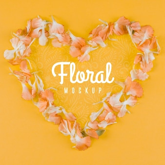 Maquette florale vue de dessus en forme de coeur